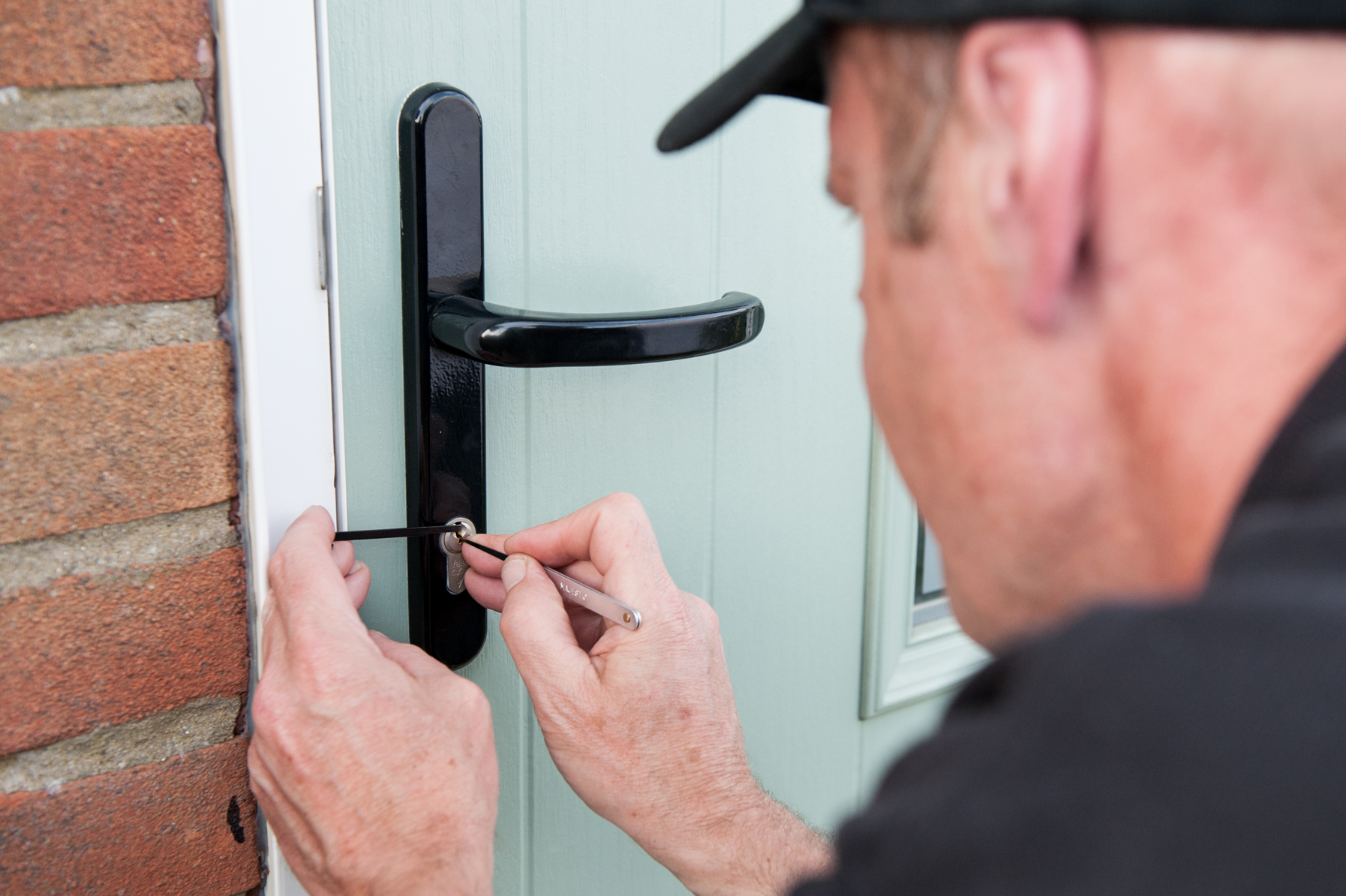 Reasons-to-call-an-emergency-locksmith
